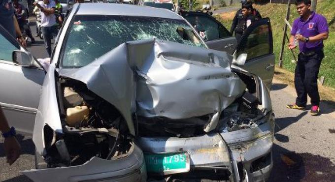 Accident sur la route de contournement, le chauffeur de taxi est mort, trois touristes blessés dans