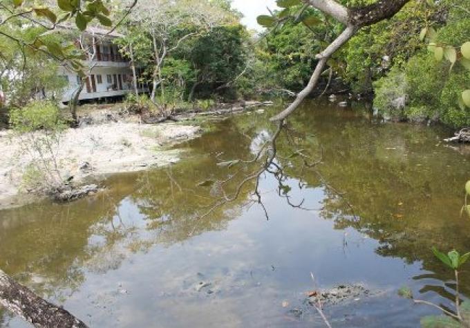 Dragage, des eaux usées, du canal sur Racha Yai Island, commencera avant le 26 Février.
