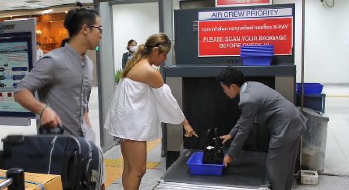 Après la terreur en Belgique, la sécurité de l'aéroport de Phuket est maintenue, aucun vol n'a �
