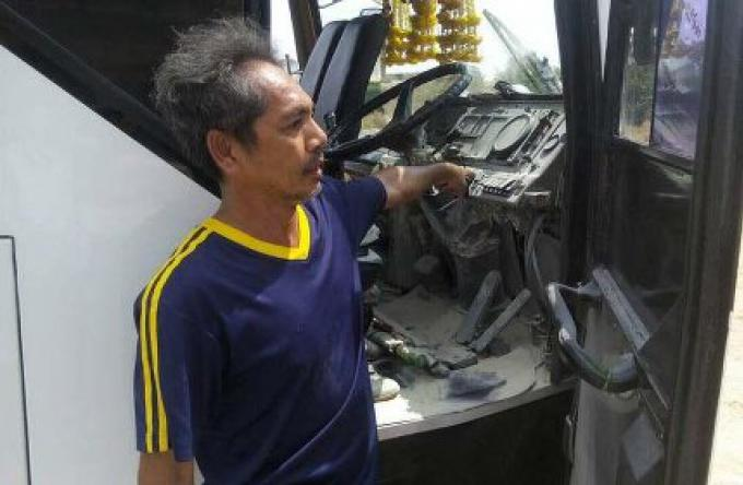 Les touristes ont été mis en sécurité après que le bus a pris feu