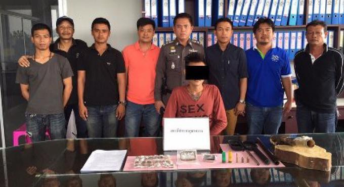 Un homme de 19 ans arrêté à Phuket avec de la ganja des armes et de balles