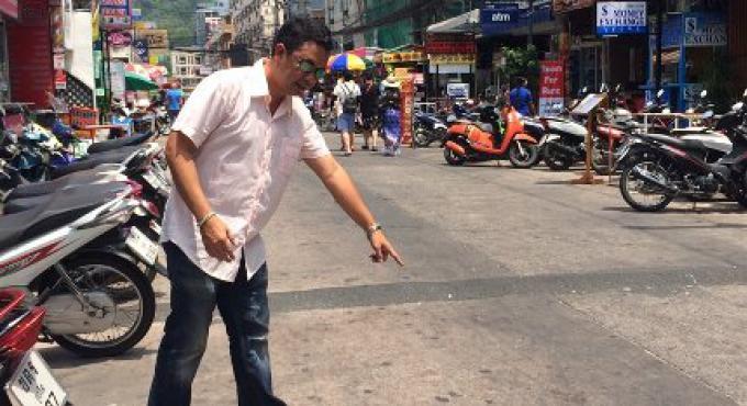 Deux gardes de sécurité d'un pub de Patong ont été arrêtés pour avoir poignardé à mort le Fr