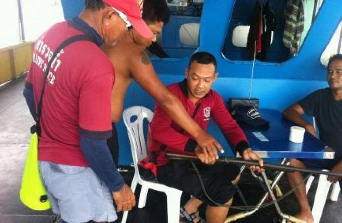 La police de la marine a arreté un capitaine de bateau avec une arme
