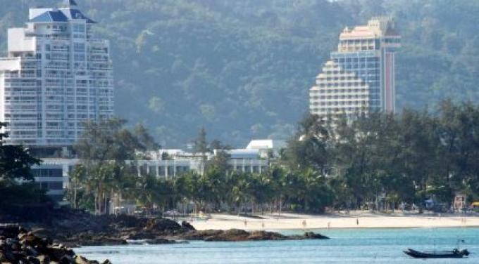 Une attaque sur la plage de Phuket laisse deux touristes blessés