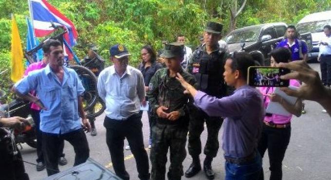 La Marine dit que la route fermée à la plage de Phuket est sur les terres publiques