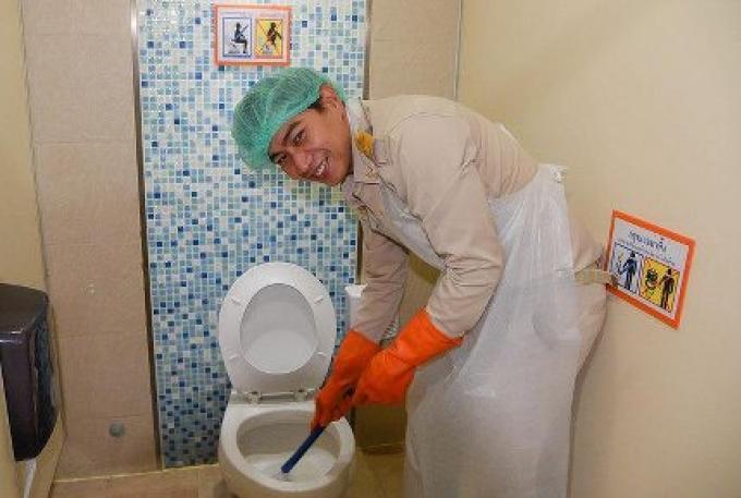 Des toilettes propres à Phuket pour impressionner les touristes de la Songkran, disent les officiel