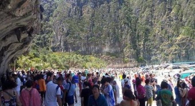 Maya Bay sous la menace d'une invasion touristique massive