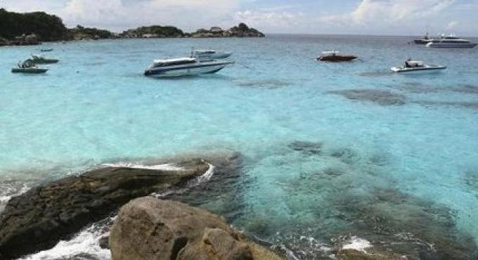 A cause de la menace de blanchiment sur des sites de récifs coralliens, certains peuvent fermer