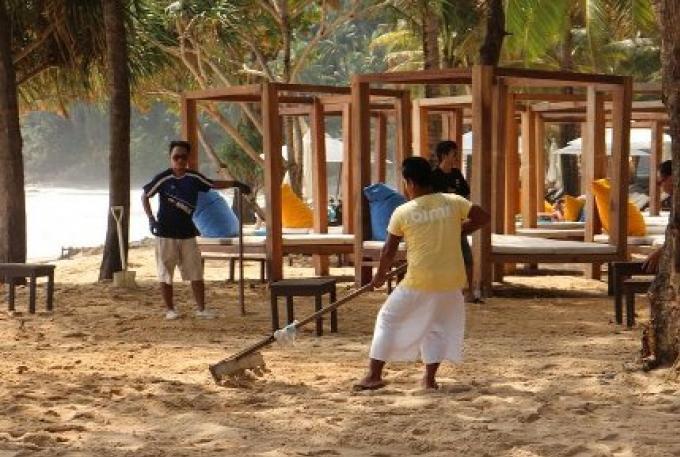 La 'One Last Party' avant que les iconiques clubs de plage de Phuket soient démolis `