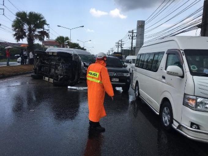 La  pluie est à blâmer pour cinq véhicules qui sont entrées en collision