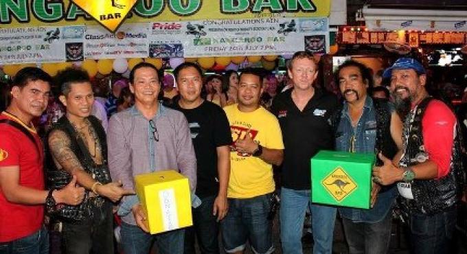 Les expatriés australiens de Phuket veulent obteenir des fonds pour le marchand ambulant handicapé