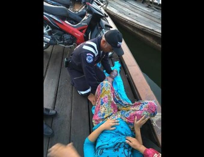 Une femme de Krabi donne naissance sur le bateau