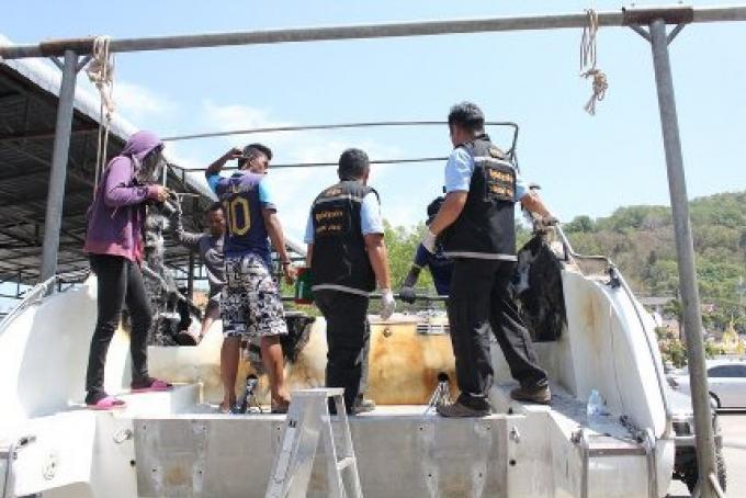 Suspicion dans l'incendie criminel du feu des speedboats à  Phuket