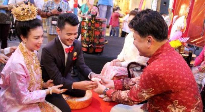 Le maire de Phuket appelle les couples pour se joindre au Baba Festival mariage