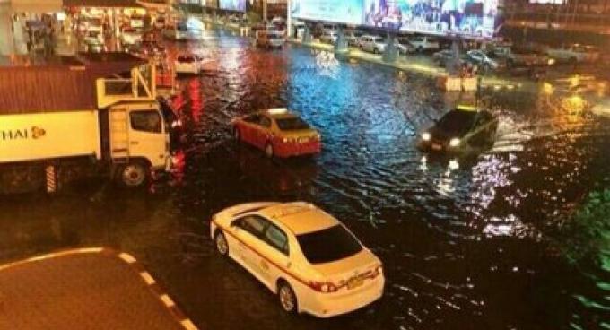Les inondations ont frappé le terminal de l'aéroport de Phuket, les vols n'ont pas été perturbé