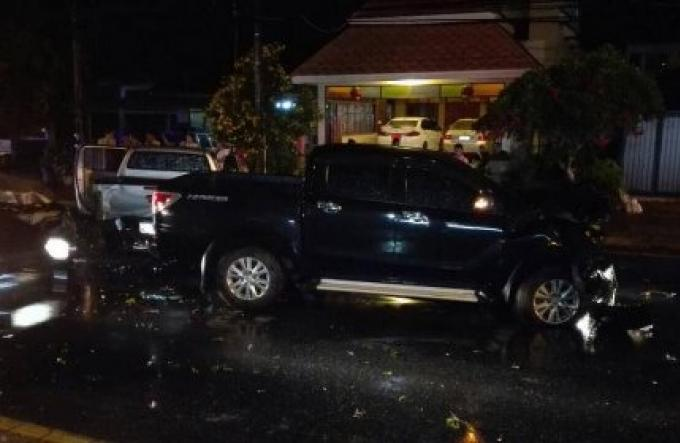 La route humide est à blâmer dans un accident entre trois véhicules