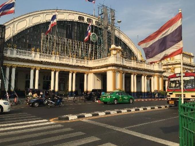 Une bombe appélée familièrement Ping pong explose dans une gare de Bangkok,