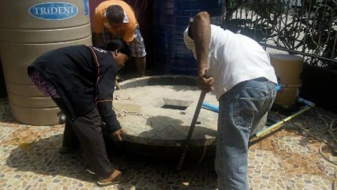 Un travailleur thaïlandais a pu être sorti du fond d'un puits profond, mais...