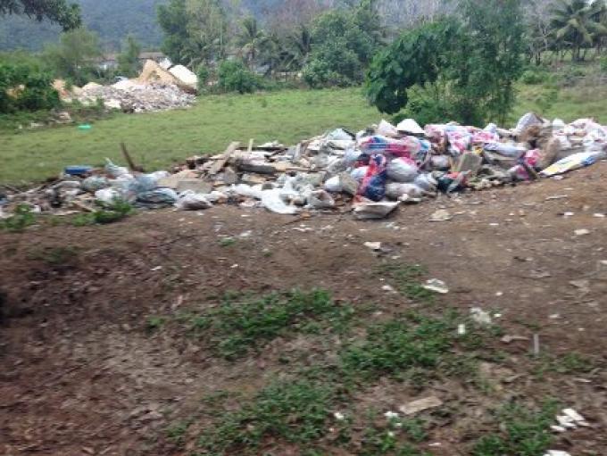Les fonctionnaires de Phuket promettent des mesures pour faire nettoyer les sites de déversement de