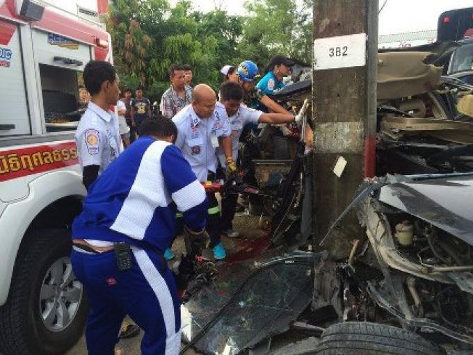 Un chauffeur de taxi perd le contrôle de son véhicule et termine dans un pylône electrique