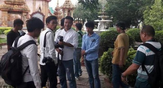 Huit photographes pour un mariage chinois arrêtés au temple de Chalong à Phuket