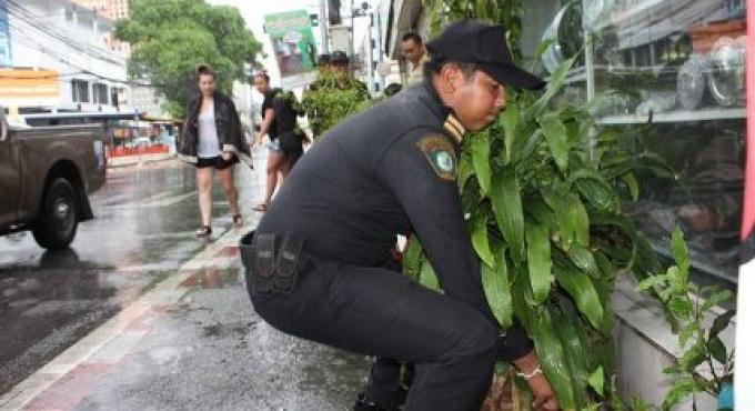Les trottoirs de Phuket doivent retourner au public