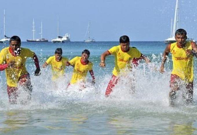 Peut être, Aucun maître nageurs sur les plages de Phuket demain