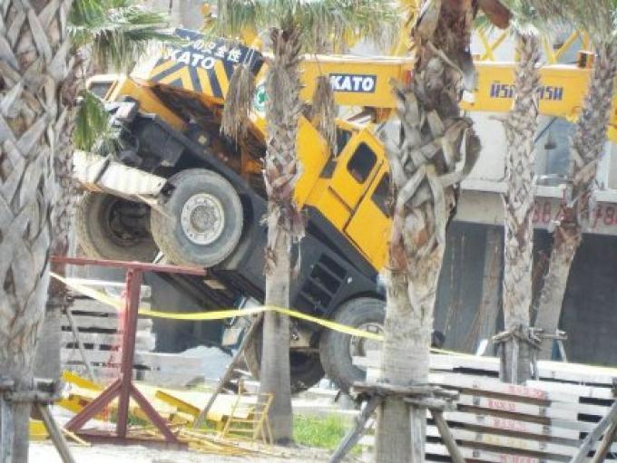 Un homme tué et deux autres blessés quand une grue s'est effondrée sur un chantier de constructio