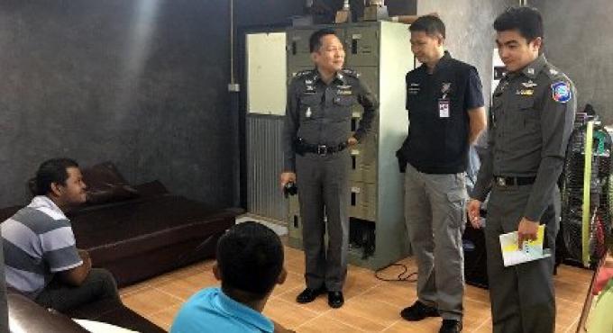 Un chauffeur de tuk-tuk de Patong et quatre autres personnes ont été arrêtés pour une agression