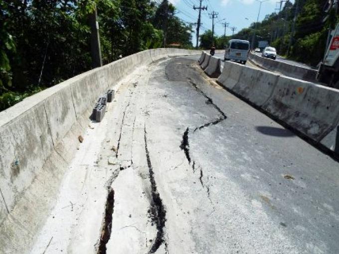 La colline de Kata section ouest réduite à une voie suite à l'effondrement de la route