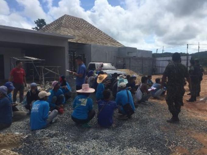 Plus de 100 travailleurs migrants ont été arrêtés à Phuket dont la moitié a été jugés n'êt
