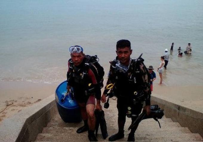 Plusieurs dizaines de fonctionnaires thaïlandais, des résidents se sont mobilisés pour sauver le