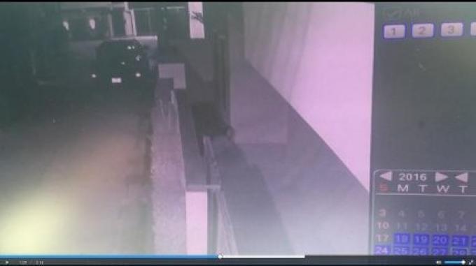 Une voleuse à Chalong a déféquée sur un des seuils de ses victimes tôt avant-hier matin.