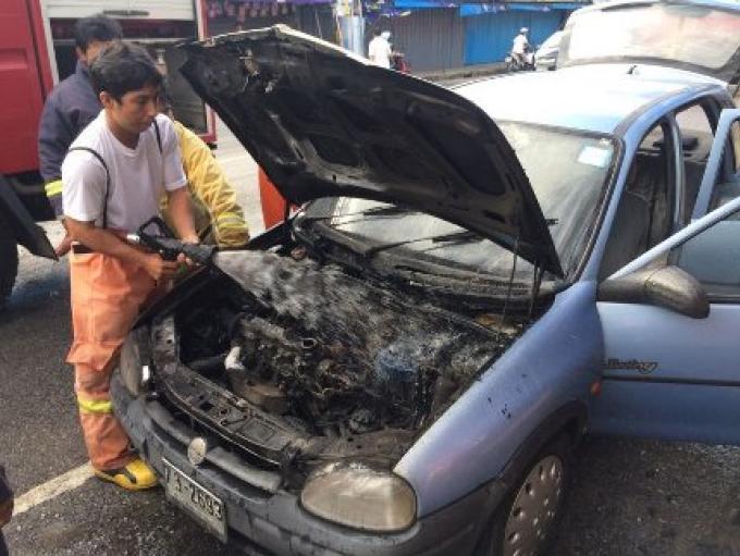 Un court circuit est la cause d un véhicule en feu à Phuket town