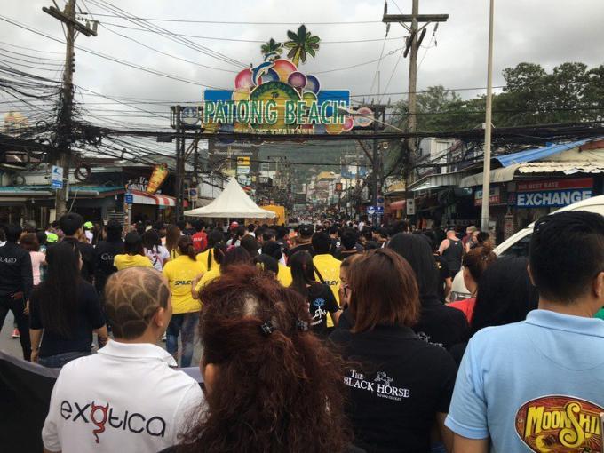 Patong: Rassemblements pour continuer les recherches des poseurs de bombes