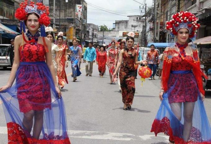 Por Tor ou le festival des 'Fantômes affamés' à Phuket