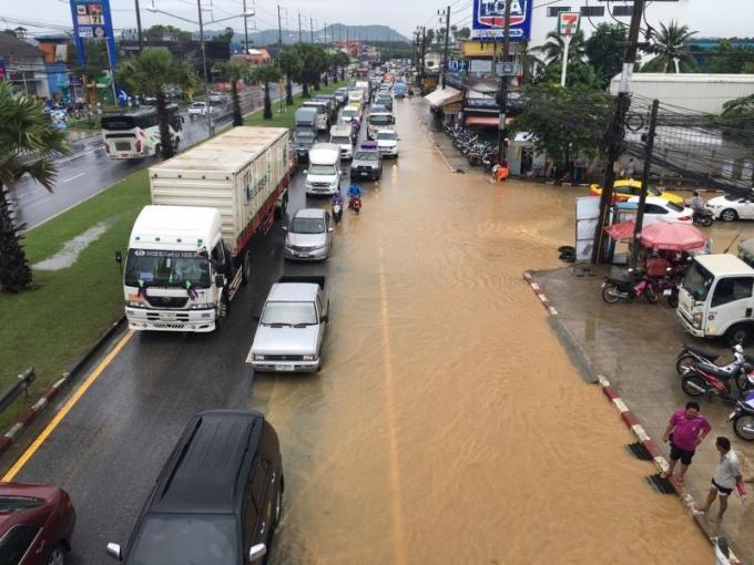 Après les fortes pluies, les automobilistes de Phuket sont invités à la prudence