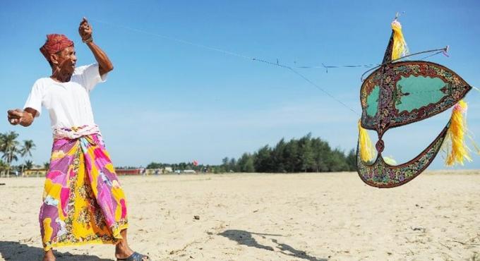 Le nombre de fabricants de cerfs-volants de Malaisie diminue dangereusement
