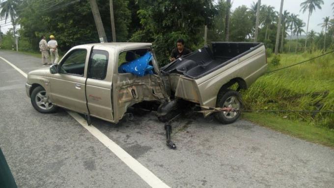 Un indonésien et une thaïe hospitalisés après avoir percuté un poteau électrique