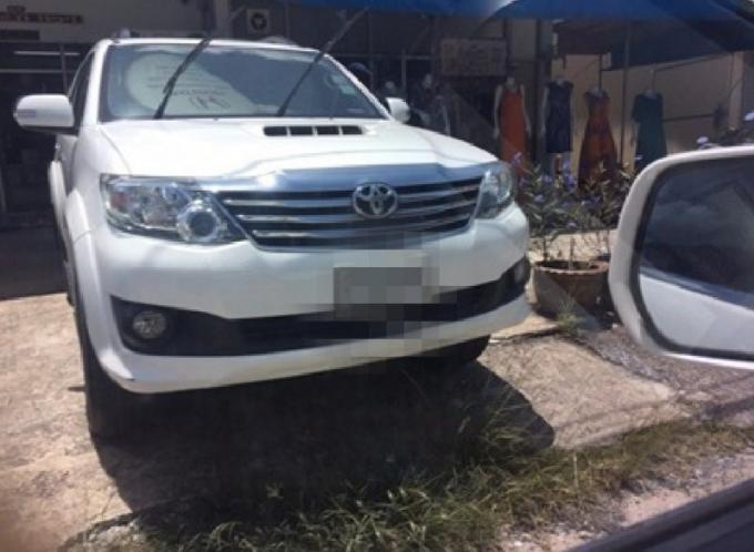 Un loueur de voiture de Phuket donne des indices précieux menant la police vers un suspect russe qu