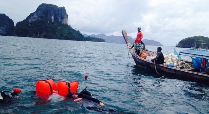 Des zones interdites aux bateau a Phi Phi pour préserver les récifs coralliens du tourisme de mass