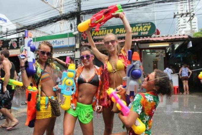 La police de Phuket fixe les lois pour la Songkran