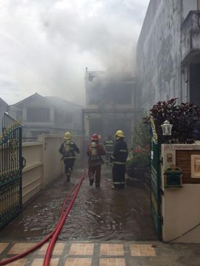 Incendie dans un immeuble résidentiel sur Patiphat Rd