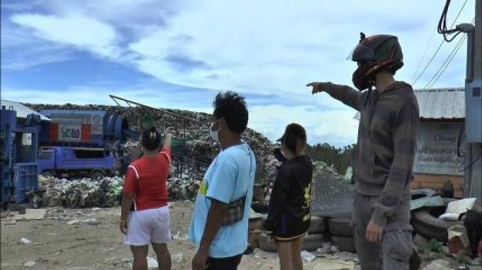 Les touristes fuient les ordures puantes de Koh Tao
