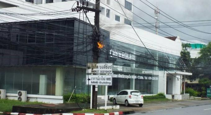 Il pleut à torrent… et les câbles électriques prennent feu