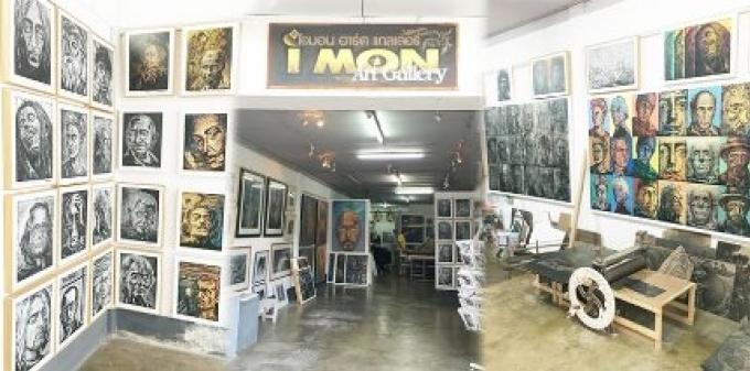 Arts: Monthian Yangthong travaille avec l'art ancien de la gravure sur bois dans sa vieille galerie