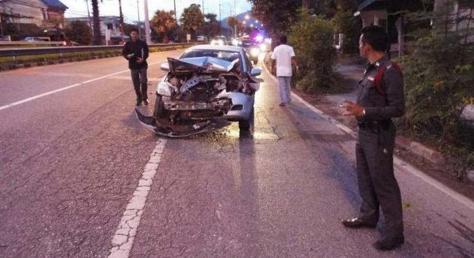 Une conductrice, probablement une russe, s'échappe en stop après avoir provoqué un violent acci