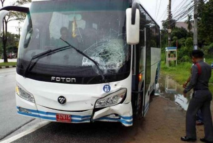 Un homme sur une moto tué dans un accident avec un bus de touristes