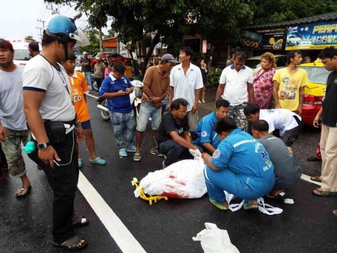 Un car immatriculé de plaques 'rouges' et circulant illégalement à Phuket tue un motocycliste