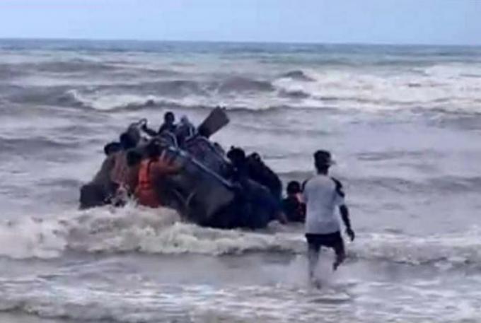 Le capitaine d'un longtail boat secouru après avoir chaviré